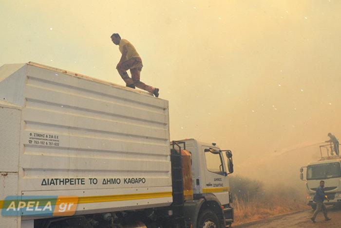 Νεάπολη-Λακωνία: Καίγονται σπίτια, καταστήματα και το Κέντρο Υγείας - εικόνα 13
