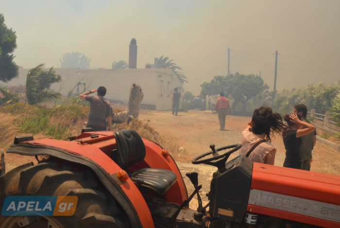 Νεάπολη-Λακωνία: Καίγονται σπίτια, καταστήματα και το Κέντρο Υγείας - εικόνα 17