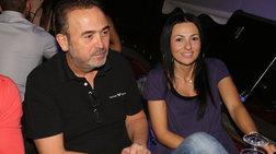 Παντρεύεται... τη σύζυγό του ο Γονίδης στην Κύθνο, με θρησκευτικό γάμο