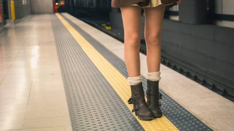 Σήκωμα φούστας pics.com
