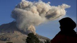 Η γη τρέμει από την έκρηξη ηφαιστείου- Κλειστό το αεροδρόμιο του Μπαλί