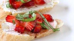 Το απόλυτο καλοκαιρινό σνακ: Μπρουσκέτες με φράουλες