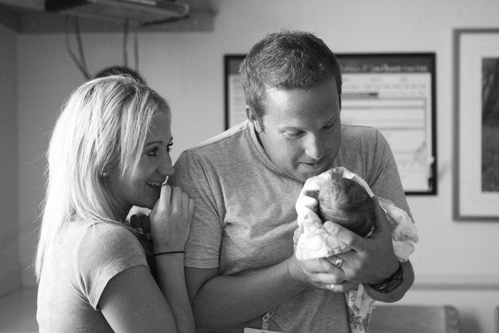 Ανιδιοτελής αγάπη: Γονείς συναντούν το υιοθετημένο μωρό τους για πρώτη φορά - εικόνα 6