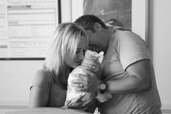Γονείς συναντούν το υιοθετημένο μωρό τους για πρώτη φορά! - εικόνα 6