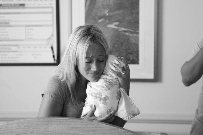 Γονείς συναντούν το υιοθετημένο μωρό τους για πρώτη φορά! - εικόνα 7