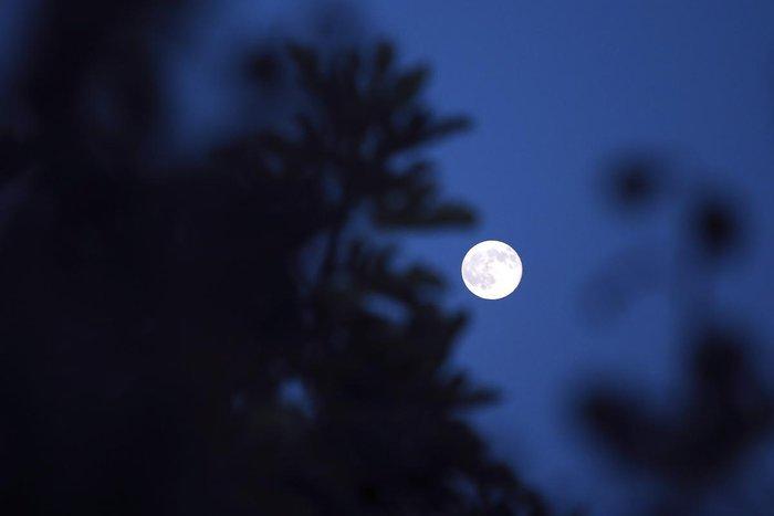 Αυτή η πανσέληνος ήταν ένα αλλιώτικο, αν κι όχι μπλε φεγγάρι (εικόνες)