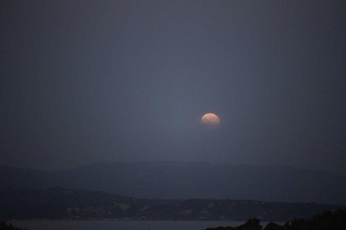 Αυτή η πανσέληνος ήταν ένα αλλιώτικο, αν κι όχι μπλε φεγγάρι (εικόνες) - εικόνα 3