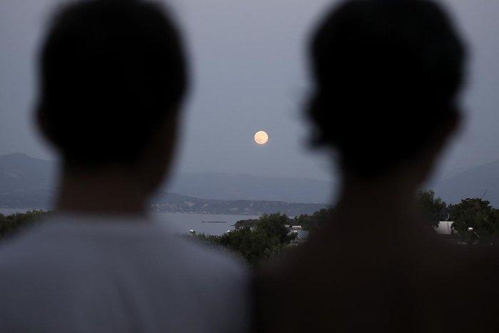 Αυτή η πανσέληνος ήταν ένα αλλιώτικο, αν κι όχι μπλε φεγγάρι (εικόνες) - εικόνα 2