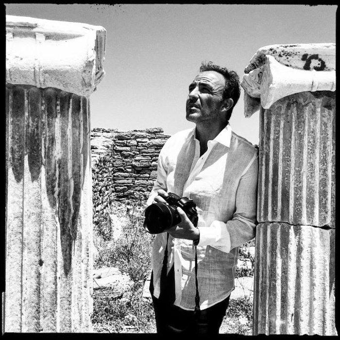 Ο Νίκος Αλιάγας στη Δήλο, εκεί που ταξίδεψε ως πρεσβευτής του IFG, που έχει αναλάβει την ανέγερση του Νέου Αρχαιολογικού Μουσείου της Δήλου.