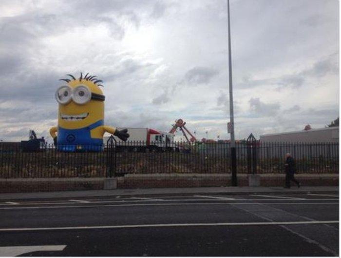 Γιγαντιαίο Minion προκαλεί χάος σε δρόμο του Δουβλίνου