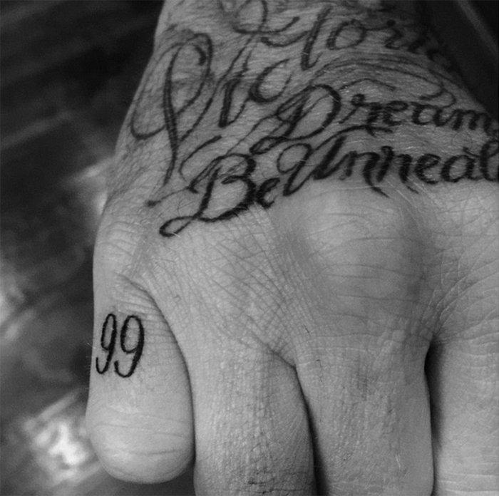 Τα 40 τατουάζ του 40χρονου Ντέιβιντ Μπέκαμ και οι ιστορίες τους - εικόνα 3