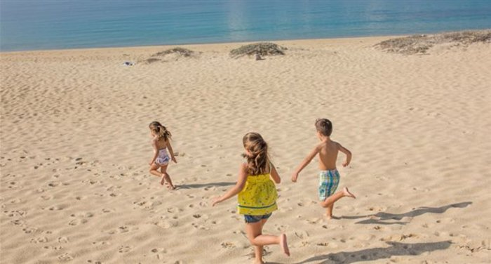 Τα έξι καλύτερα ελληνικά νησιά για διακοπές με παιδιά - εικόνα 2