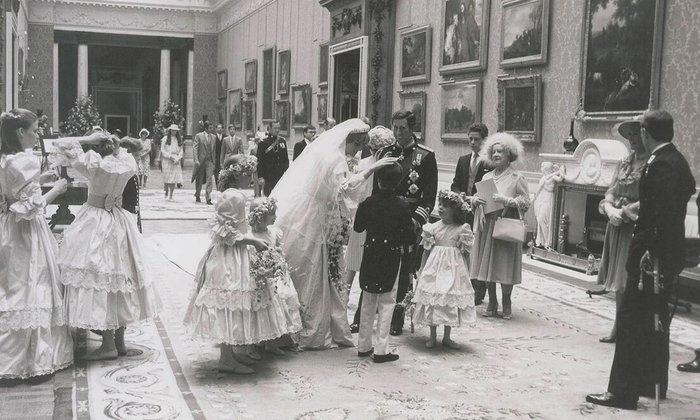 Νταϊάνα - Κάρολος: Οι άγνωστες φωτογραφίες του γάμου - εικόνα 2