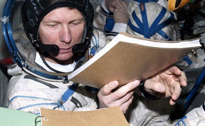 Κοσμοναύτες καθαρίζουν... παράθυρα στο Διάστημα