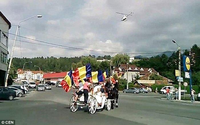 Τσιγγάνικος γάμος με Φεράρι, Λαμποργκίνι και άμαξες - εικόνα 4