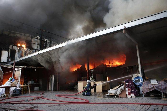 Καρέ-καρέ η επιχείρηση κατάσβεσης της φωτιάς στον Ρέντη - εικόνα 4