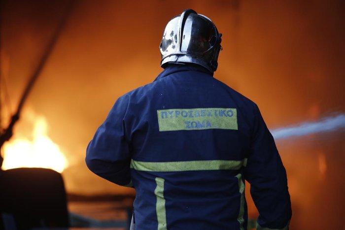 Καρέ-καρέ η επιχείρηση κατάσβεσης της φωτιάς στον Ρέντη - εικόνα 5