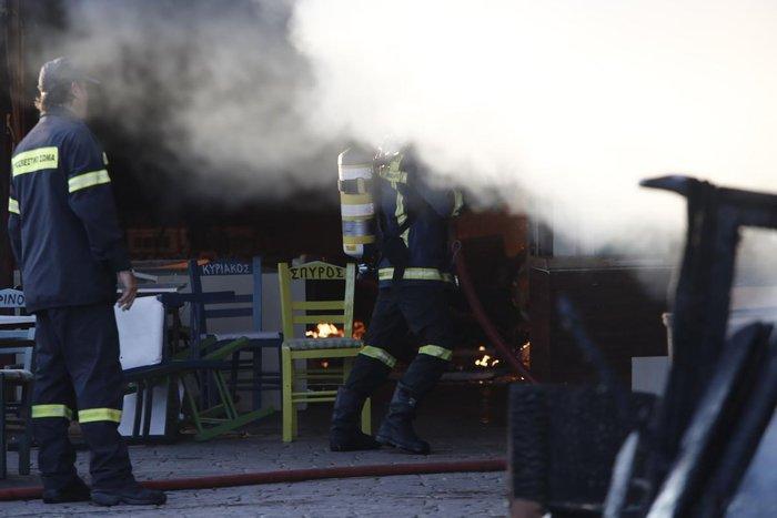 Καρέ-καρέ η επιχείρηση κατάσβεσης της φωτιάς στον Ρέντη - εικόνα 7