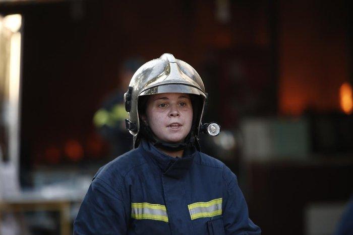 Καρέ-καρέ η επιχείρηση κατάσβεσης της φωτιάς στον Ρέντη - εικόνα 8