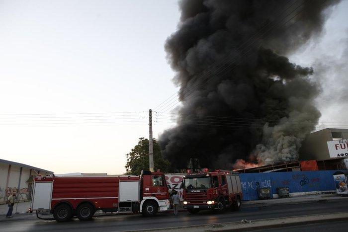 Καρέ-καρέ η επιχείρηση κατάσβεσης της φωτιάς στον Ρέντη - εικόνα 9