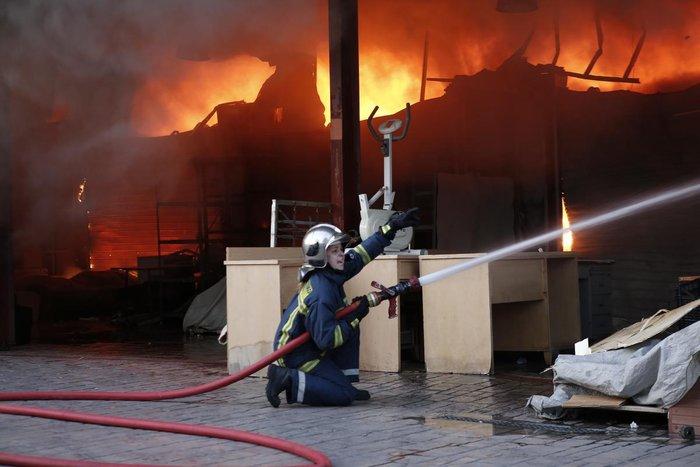 Καρέ-καρέ η επιχείρηση κατάσβεσης της φωτιάς στον Ρέντη - εικόνα 10