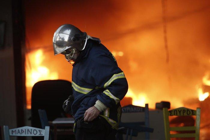 Καρέ-καρέ η επιχείρηση κατάσβεσης της φωτιάς στον Ρέντη - εικόνα 11