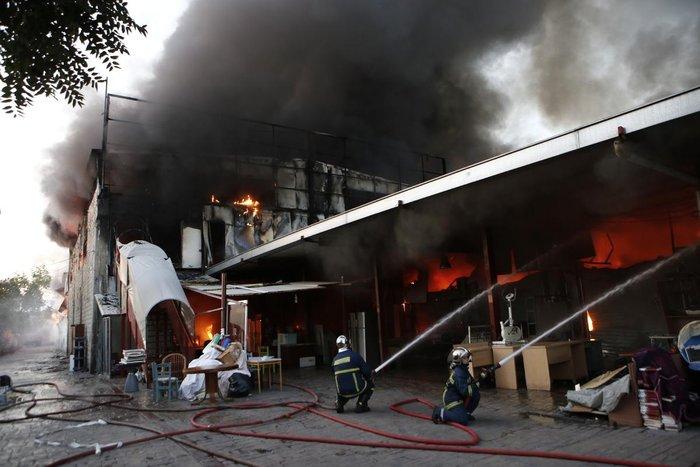 Καρέ-καρέ η επιχείρηση κατάσβεσης της φωτιάς στον Ρέντη - εικόνα 12