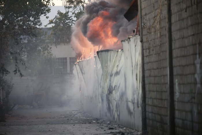 Καρέ-καρέ η επιχείρηση κατάσβεσης της φωτιάς στον Ρέντη - εικόνα 13