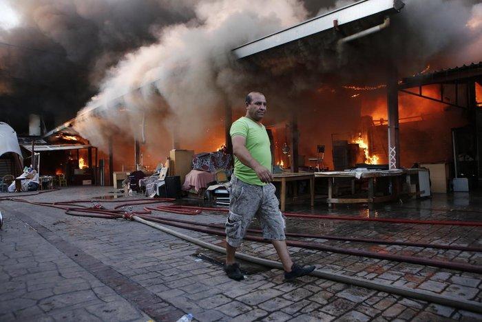 Καρέ-καρέ η επιχείρηση κατάσβεσης της φωτιάς στον Ρέντη - εικόνα 14