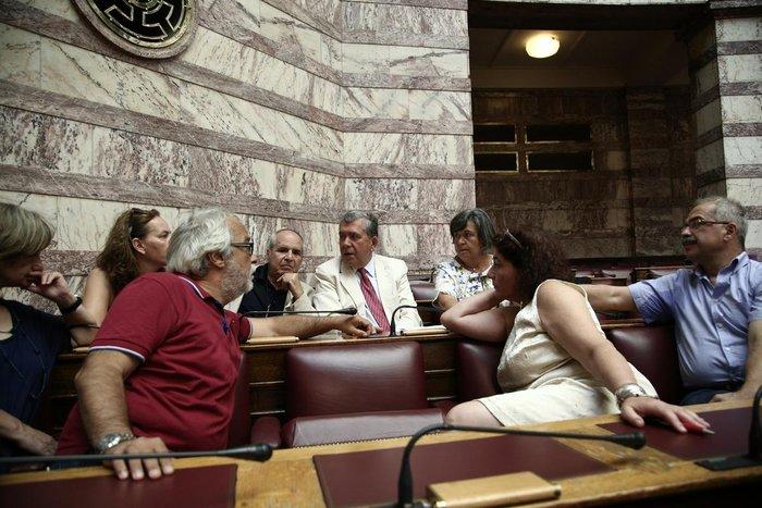 Οι σκεπτικοί, οι σκυθρωποί & οι ηλιοκαμένοι της Βουλής - εικόνα 6