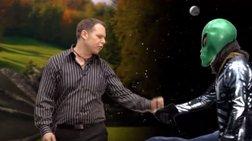 Απολαυστικό βίντεο: Προεκλογική εκστρατεία από... άλλον πλανήτη στον Καναδά