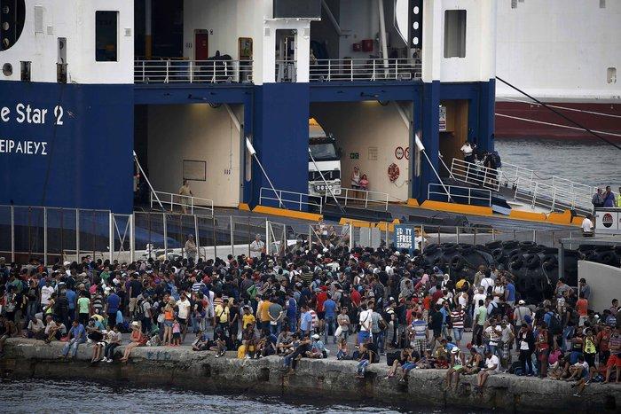 Κως: Περιμένουν να μπουν στο πλοίο τα μεσάνυχτα - εικόνα 2