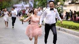 Πενήντα ζευγάρια τρέχουν... για το ταξίδι του μέλιτος