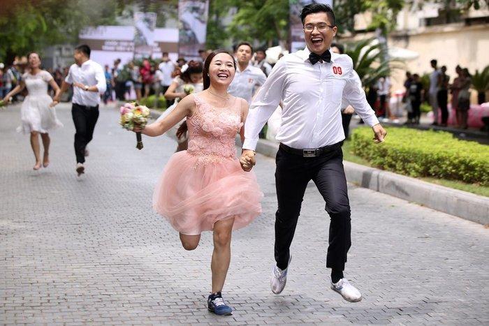 Πενήντα ζευγάρια τρέχουν... για το ταξίδι του μέλιτος - εικόνα 6