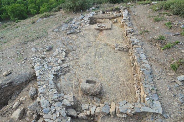 Τείχος και ιερό αποκαλύφθηκε στην ανασκαφή τής αρχαίας Φενεού