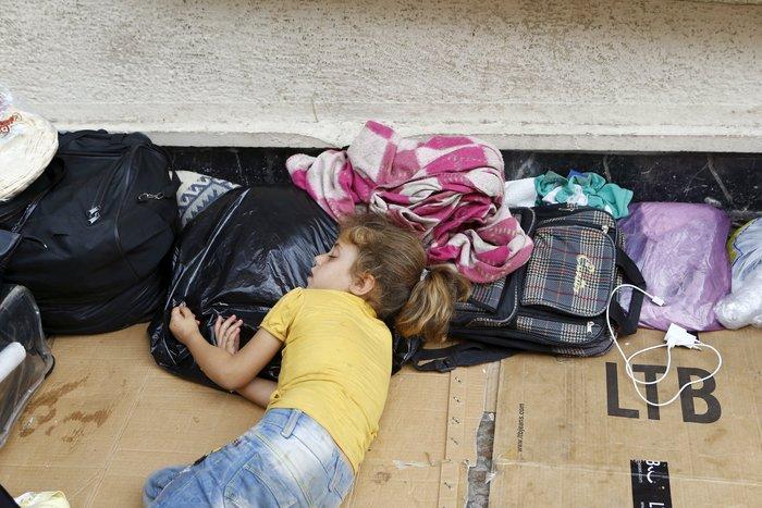 Σοκ:Τούρκοι πωλούν σωσίβια & σαμπρέλες στους πρόσφυγες - εικόνα 2
