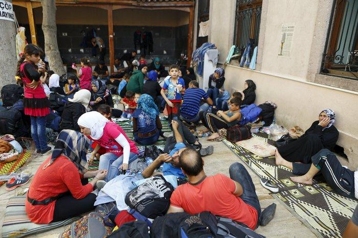 Σοκ:Τούρκοι πωλούν σωσίβια & σαμπρέλες στους πρόσφυγες - εικόνα 3