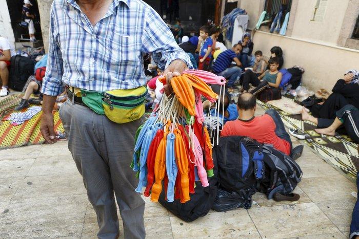 Σοκ:Τούρκοι πωλούν σωσίβια & σαμπρέλες στους πρόσφυγες - εικόνα 5