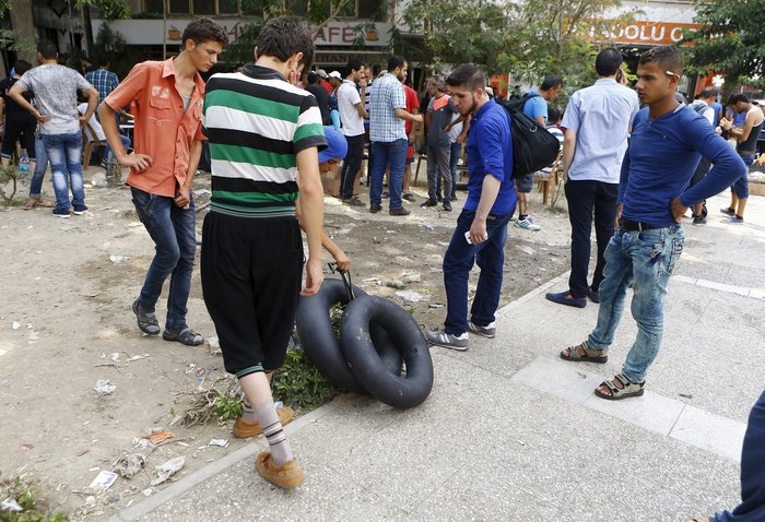 Σοκ:Τούρκοι πωλούν σωσίβια & σαμπρέλες στους πρόσφυγες - εικόνα 6