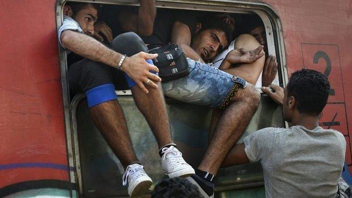 Σοκ:Τούρκοι πωλούν σωσίβια & σαμπρέλες στους πρόσφυγες - εικόνα 9