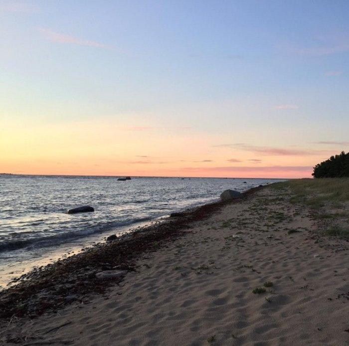 Ο Εσθονός πρωθυπουργός, προτίμησε στις διακοπές του να βγάλει μια φωτογραφία με ηλιοβασίλεμα σε κάποια ακτή της Βαλτικής.