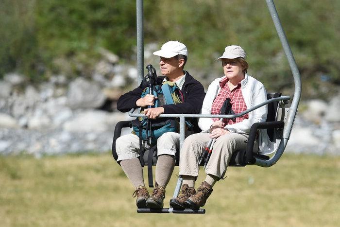 Η Γερμανίδα καγκελάριος με τον σύζυγό της στις Ιταλικές άλπεις.