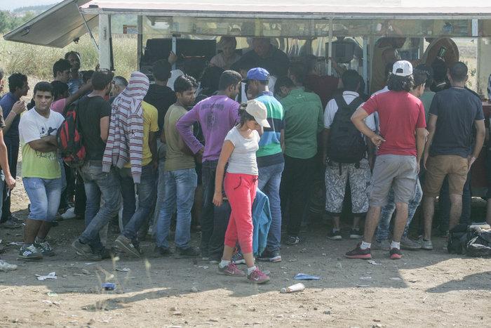 Τα Σκόπια στέλνουν στρατό στα σύνορα με την Ελλάδα για τους μετανάστες - εικόνα 2