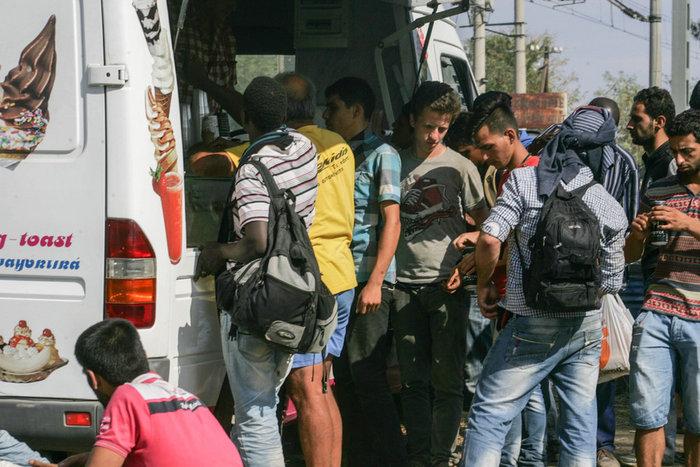 Τα Σκόπια στέλνουν στρατό στα σύνορα με την Ελλάδα για τους μετανάστες - εικόνα 3