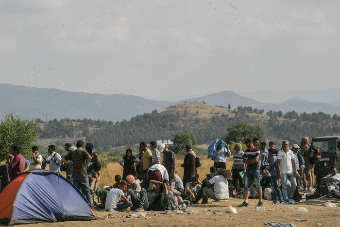 Τα Σκόπια στέλνουν στρατό στα σύνορα με την Ελλάδα για τους μετανάστες - εικόνα 4
