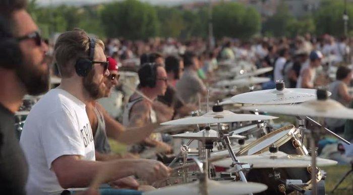 Viral Video: 1.000 μουσικοί προσκαλούν τους Foo Fighters στην Ιταλία - εικόνα 4