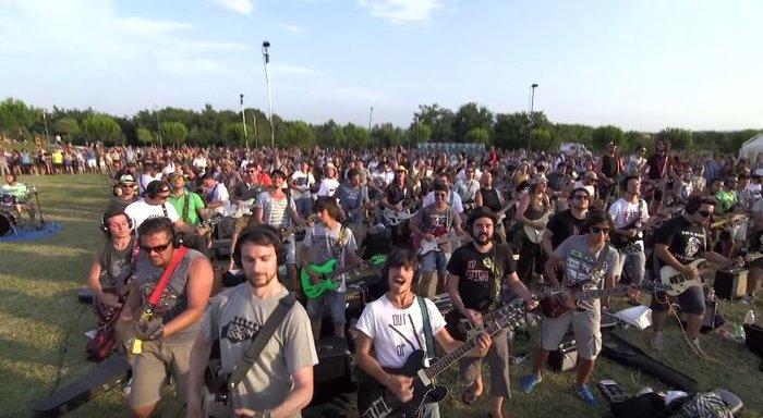 Viral Video: 1.000 μουσικοί προσκαλούν τους Foo Fighters στην Ιταλία - εικόνα 5