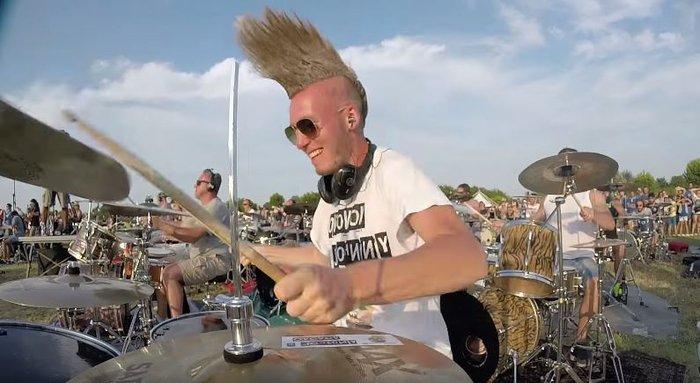 Viral Video: 1.000 μουσικοί προσκαλούν τους Foo Fighters στην Ιταλία - εικόνα 7