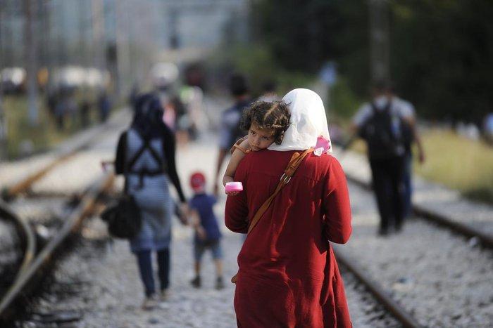 Δακρυγόνα κατά των μεταναστών στα ελληνοσκοπιανά σύνορα - εικόνα 3