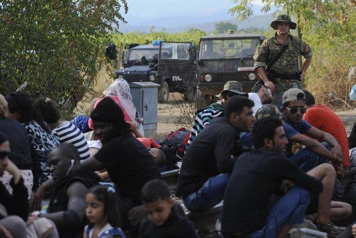 Δακρυγόνα κατά των μεταναστών στα ελληνοσκοπιανά σύνορα - εικόνα 6